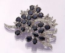 14 kt gold brooch with sapphires and diamonds , WG 585/000, floral design, oval bevelled sapphires