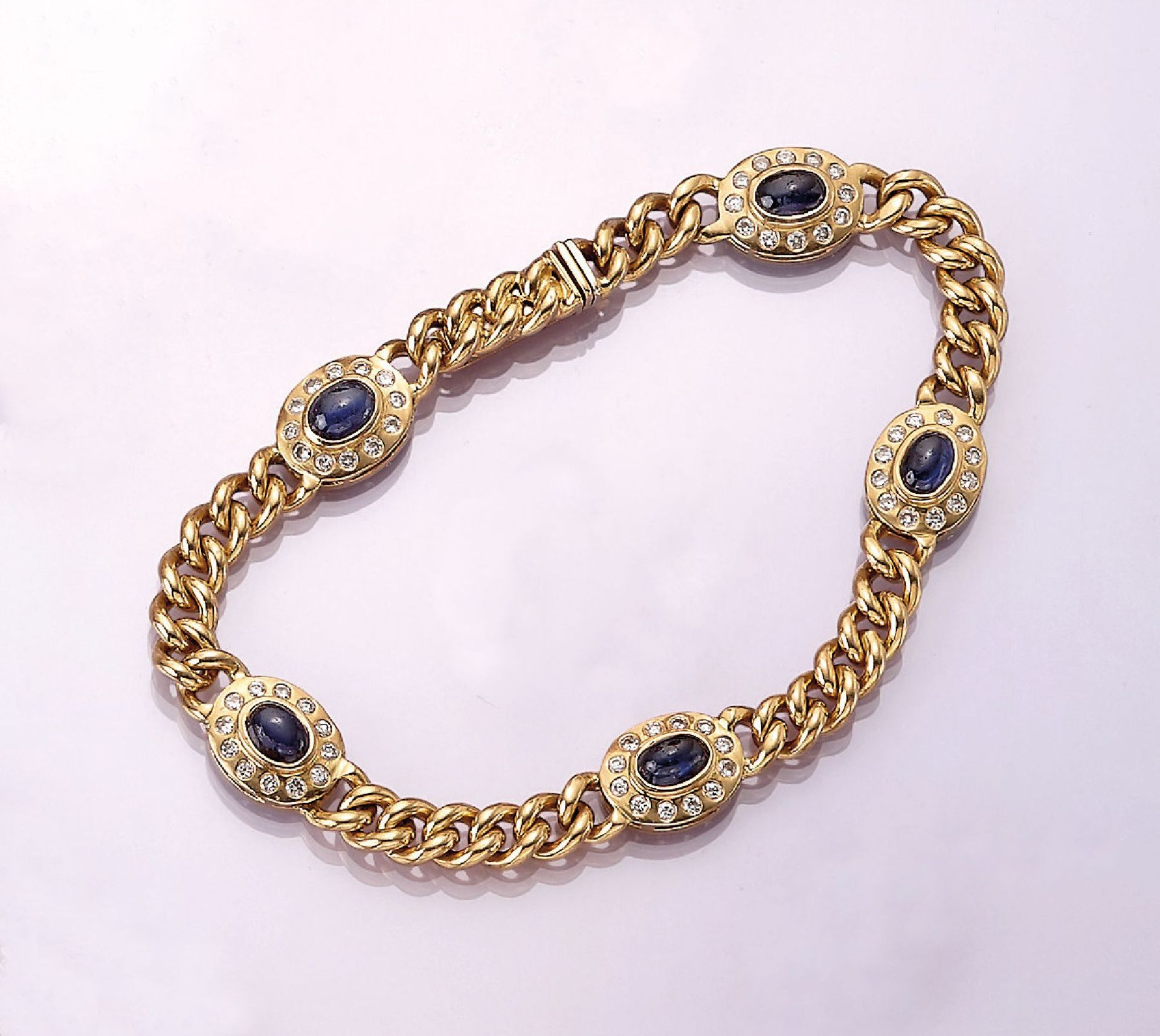 Los 31527 - 18 kt gold bracelet with sapphires and brilliants , YG 750/000, 5 oval sapphire- cabochons total