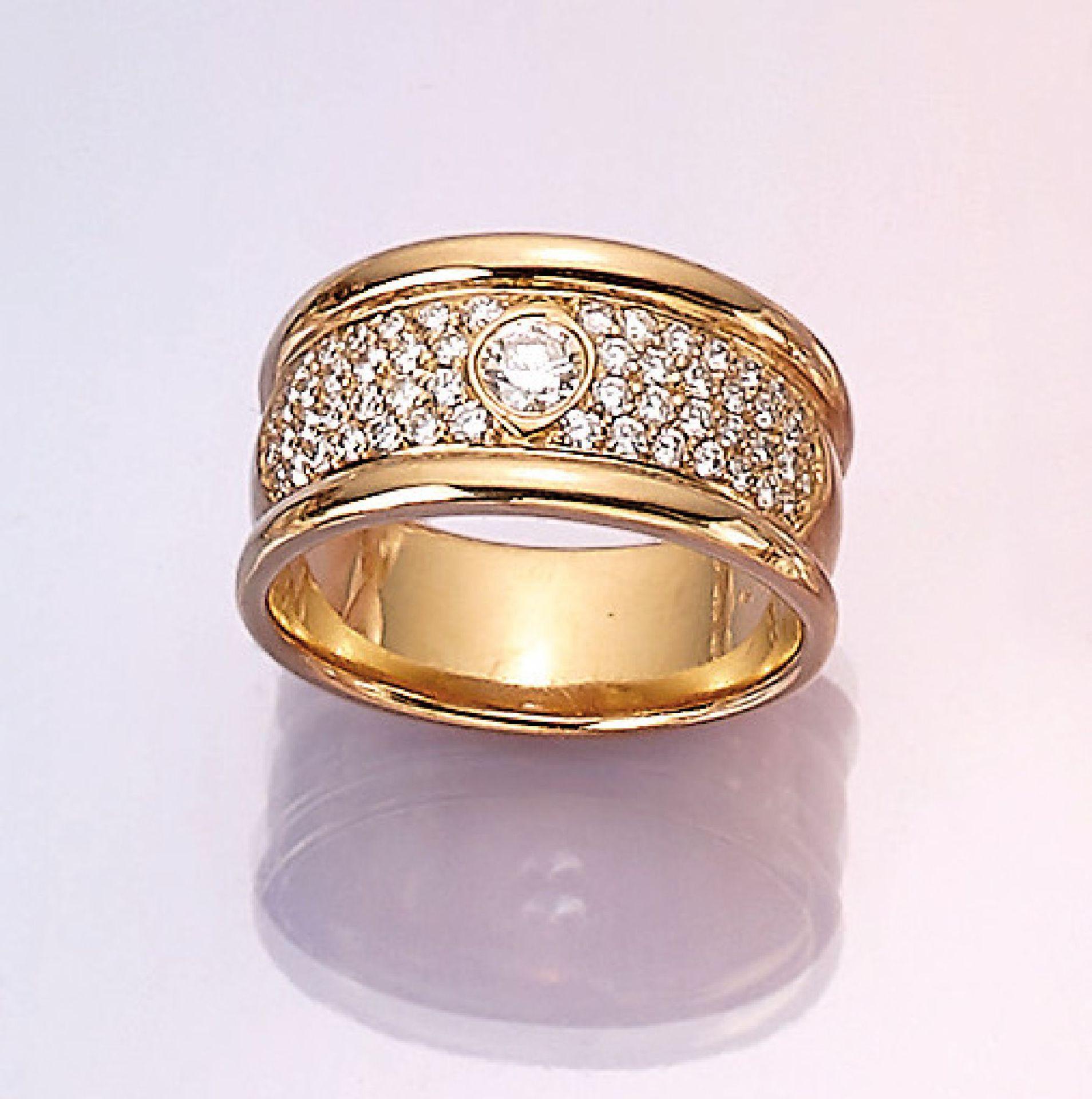 Los 31503 - 18 kt gold ring with brilliants , YG 750/000, brilliants total approx. 0.88 ct Wesselton/si, total