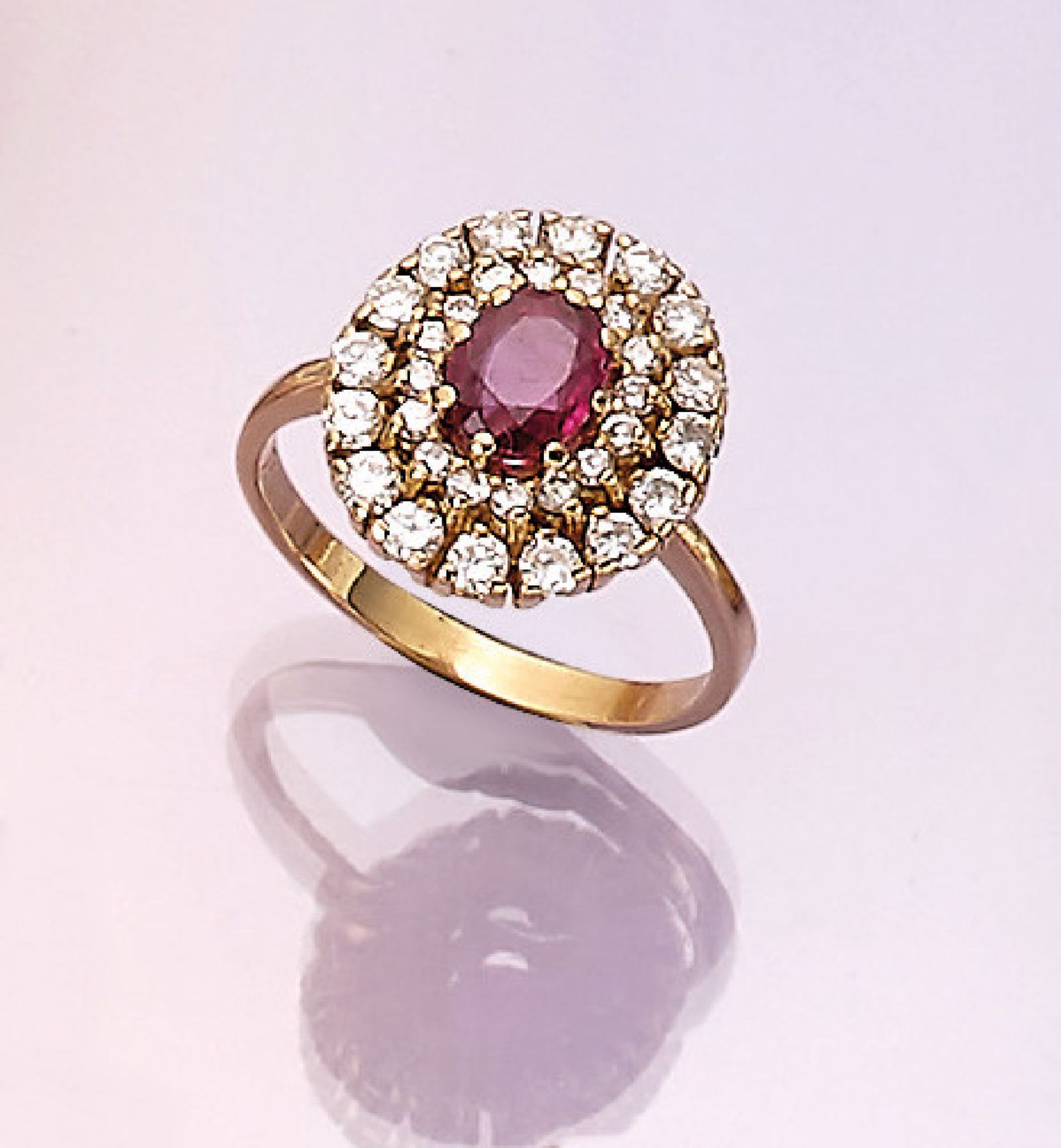 Los 31508 - 18 kt gold ring with ruby and brilliants , YG 750/000, oval bevelled ruby approx. 1.05 ct, 30