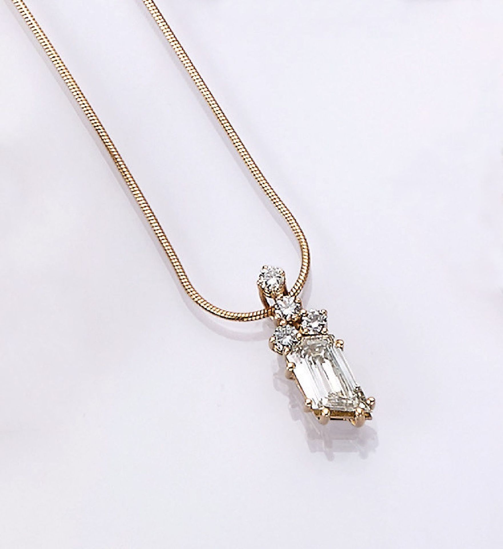 Los 31513 - 18 kt gold pendant with diamonds , chain, YG750/000, diamond in fantasy cut approx. 1.23 ct (