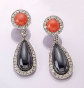 Pair of 18 kt gold earrings with onyx, brilliants and coral , WG 750/000, each 1 round coral