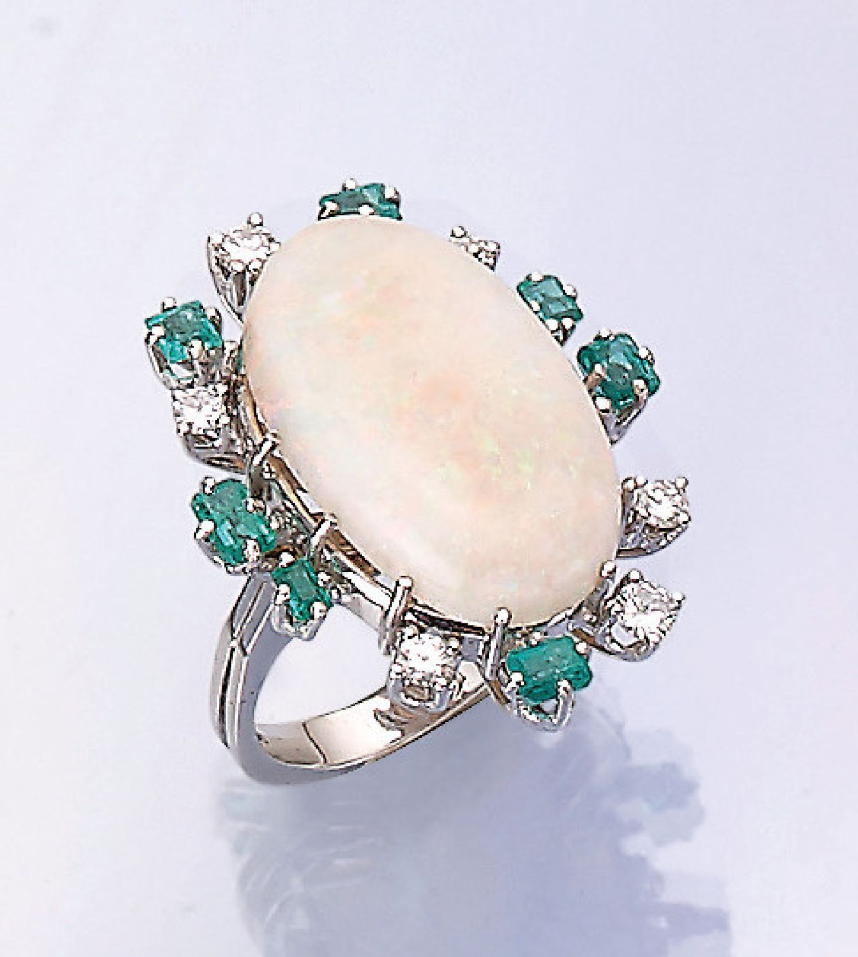 Los 31532 - 18 kt gold ring with opal, emeralds and brilliants , WG 750/000, oval opalcabochon approx. 6.50