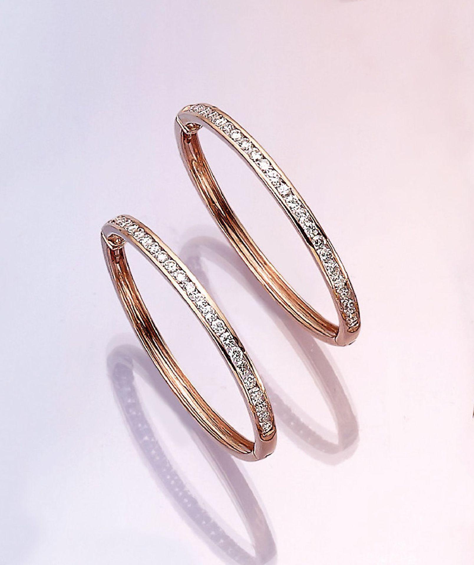 Los 31519 - Pair of big 14 kt gold hoop earrings with brilliants , RG 750/000, 48 brilliants totalapprox. 1.70