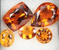 Lot 5 loose Madeira citrines , total approx.28.08 ct, comprised of: 2 x oval, 1 x round, 1x