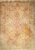 Täbriz fein (50 RAJ), Persien, Signiert, ca. 40 Jahre, Korkwolle mit und auf Seide, ca.407 x 294 cm,