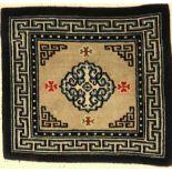 Tibetische Sitzmatte alt, Tibet, um 1930, Wolle auf Wolle, ca. 60 x 64 cm, EHZ: 2-3