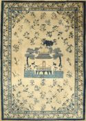 Peking antik, China, 19.Jhd., Wolle auf Baumwolle, EHZ: 4-5, Löcher, Fehlstellen ca. 386 x 277 cm,