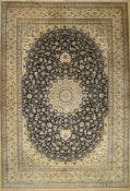 Nain fein (6 LA) Signiert, Persien, ca. 60 Jahre, Korkwolle mit Seide, ca. 445 x 300 cm, EHZ: 2-3 (