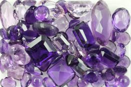 Lot loose amethysts total 307 ct, different shapes Valuation Price: 3800, - EUR