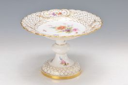 serving bowl, Meissen, 20th c., edge in breakthrough work, fine colorful painting of flower bouquets