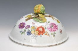 Large porcelain dome, probably KPM Berlin, around 1870, porcelain, edge with basket-like embossment,