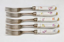 12 forks with porcelain handles of Meissen, around 1770/80, polychrome painting of German flowers