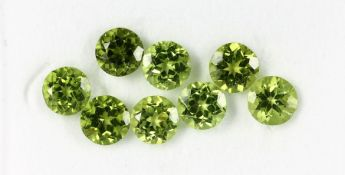 Lot 8 loose round bevelled peridots , total 11.83 ct, calibrated Valuation Price: 1150, - EURLot 8