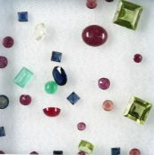 Lot loose bevelled coloured gemstones , total 9.35 ct, i.a. peridots, sapphires, emeralds u.v.m.
