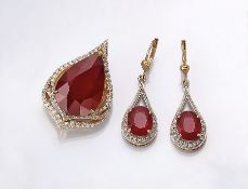 14 kt gold pendant and pair of earrings with rubies and diamonds , YG/WG 585/000, pendant: