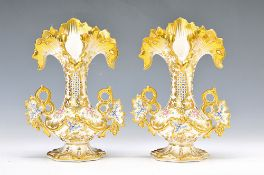 Pair of vases, France, around 1860, porcelain,with gold decoration, floral decor, H. 22.5 cmPaar