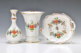 two vases and one leaf bowl, Meissen, 2. H. 20. th c.., porcelain, Indian painting in Bunt, gold