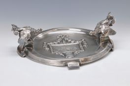 Vide-poche, German, around 1890-1900, silver plated metal, embossed with pair of hounds, two fully