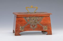 box/ jewelery case, Art Nouveau, around 1900, mahogany massive, decorative brass strike plate, one