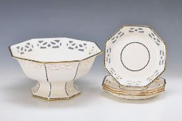 Obstservice, Wächtersbach around 1900/10, footbowl and four plates, stoneware, with breakthrough