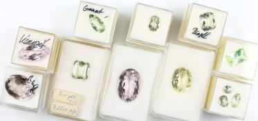 Treasure trove with beryls, morganites and grossulars , total approx. 107 ct, differentcolours,