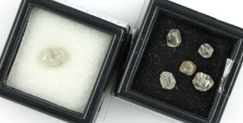Lot 6 loose rough diamonds , total approx. 4.48 ct, in different sizes and colours Valuation