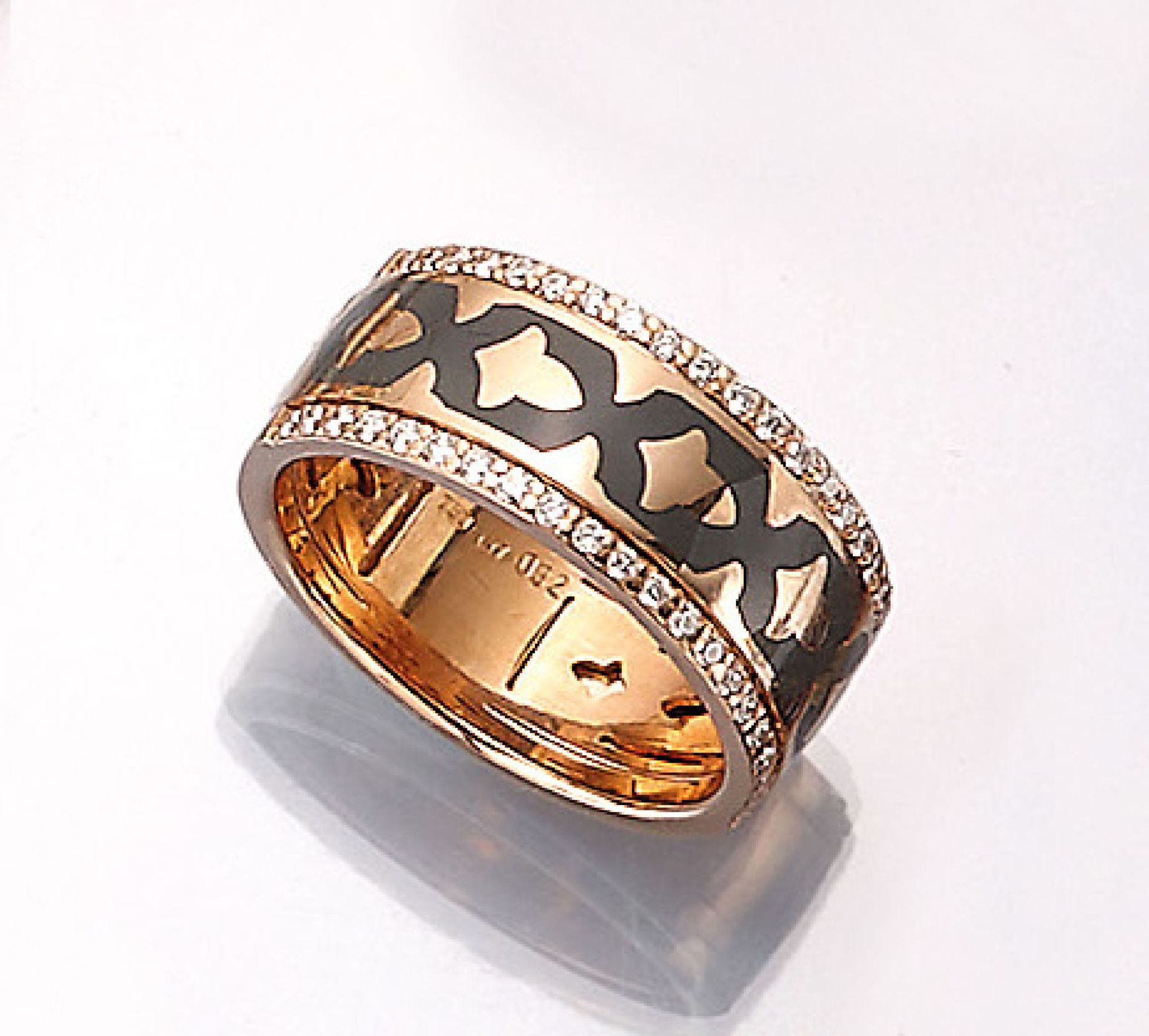 Los 61524 - LEO WITTWER 18 kt gold ring with enamel and brilliants , RoseG 750/000, grey enameled, brilliants