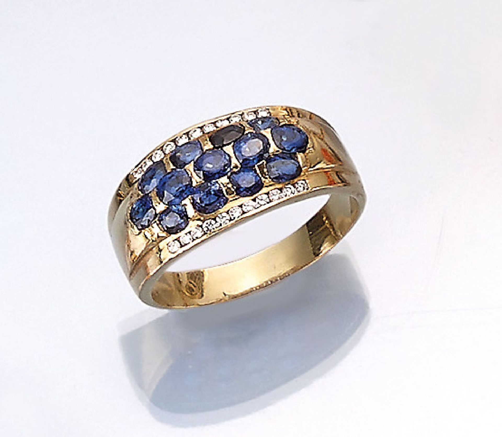 Los 61504 - 14 kt gold ring with sapphires and brilliants , YG 585/000, oval bevelled sapphires total approx.