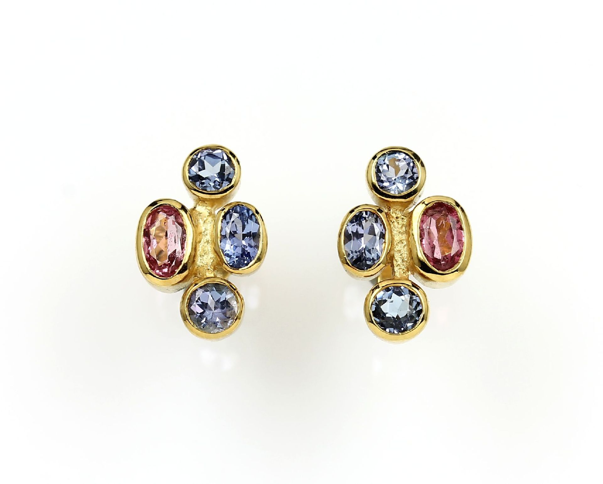 Los 61549 - Pair of 14 kt gold earrings with coloured stones , YG 585/000, round and oval bevelledtanzanites