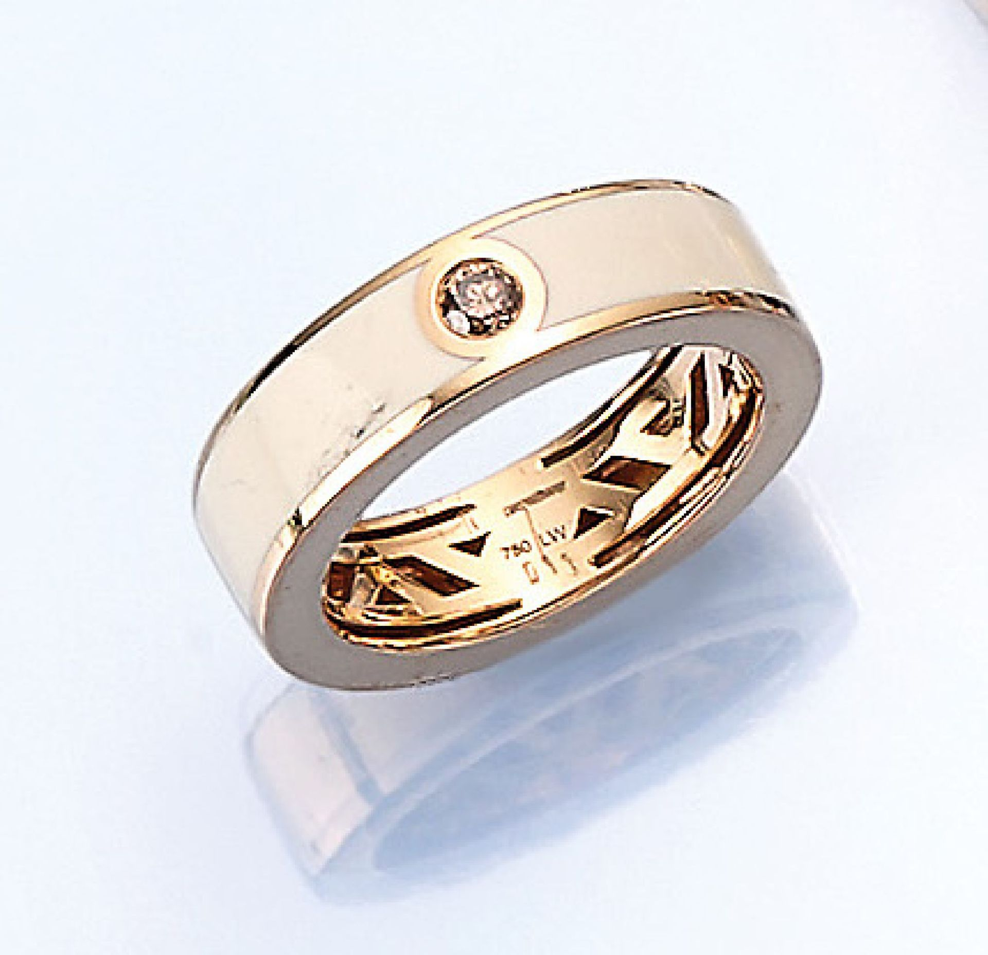 Los 61515 - 18 kt gold LEO WITTWER ring with enamel and brilliant , YG 750/000, white enameled, brilliant