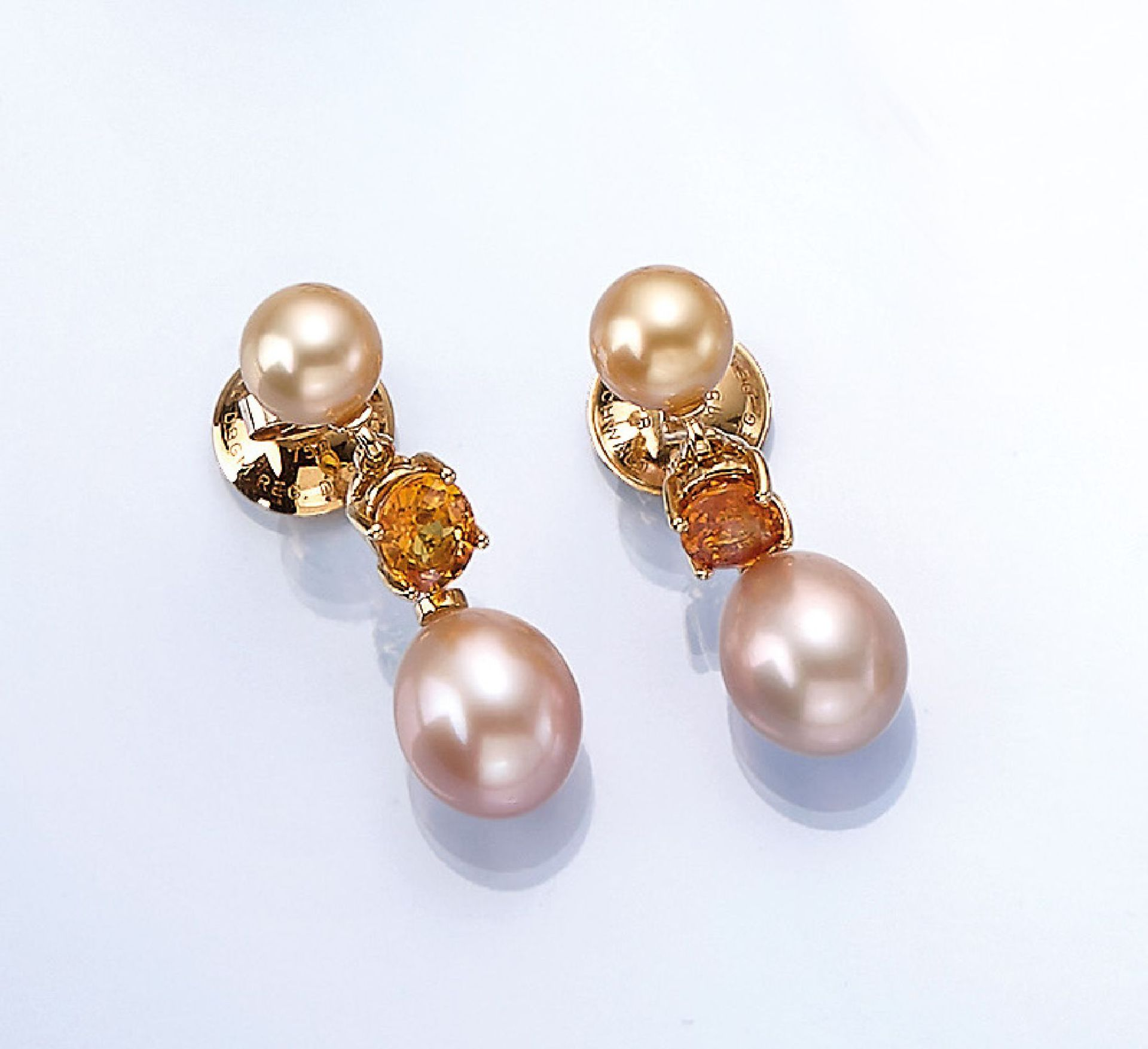 Los 61512 - Pair of 18 kt gold earrings with sapphires andcultured pearls , YG 750/000, 2 fine yellow