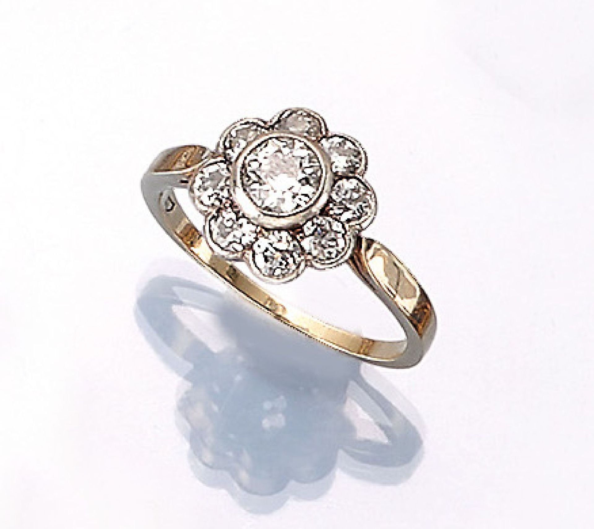Los 61525 - 14 kt gold blossom ring with diamonds , approx. 1890, YG 585/000 and silver, centered old cut