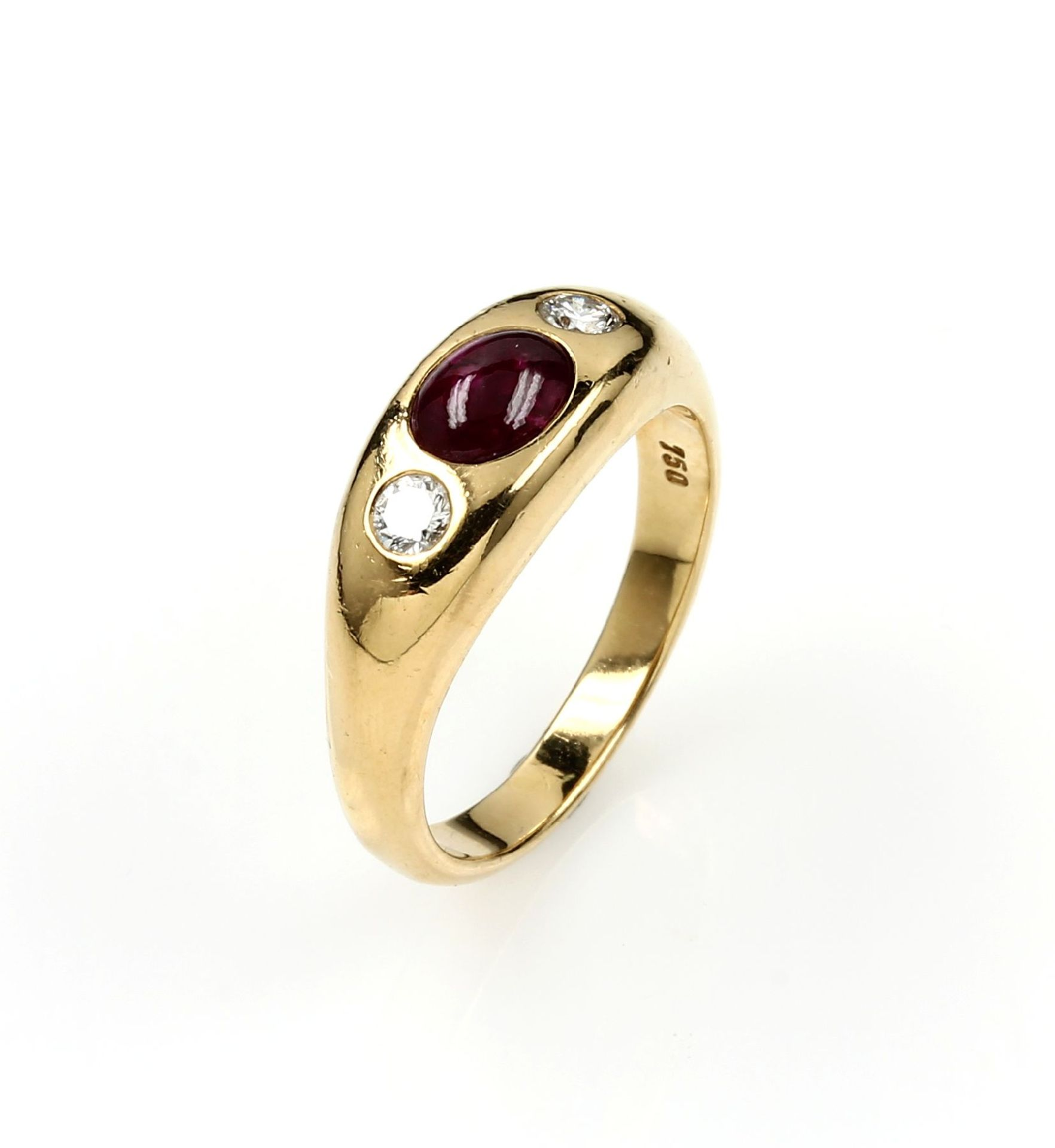 Los 61559 - 18 kt gold bandring with ruby and brilliants , YG 750/000, oval ruby cabochon approx. 0.35 ct, 2