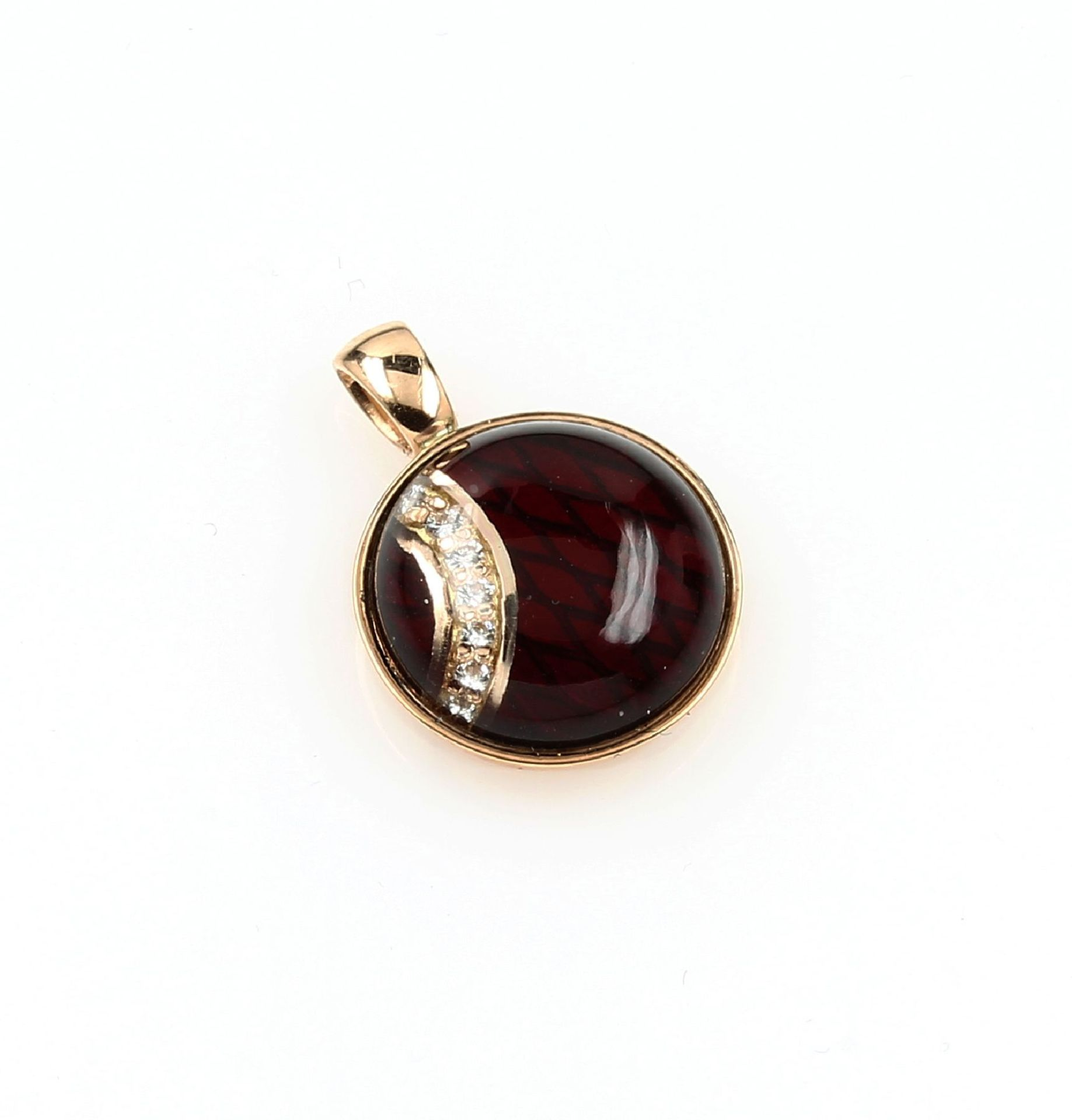 Los 61536 - 18 kt gold LEO WITTWER pendant with brilliantsand enamel , YG 750/000, ground red enameled,