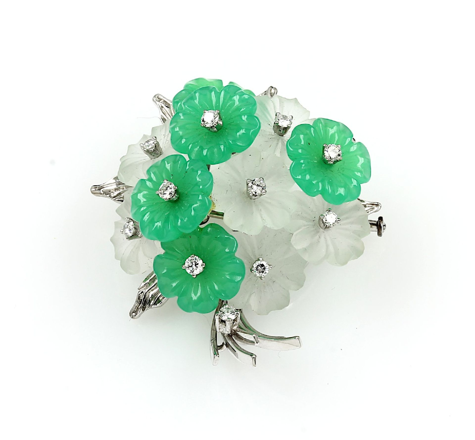 Los 61542 - 18 kt gold blossombrooch with rock crystal, chrysoprase and diamonds , WG 750/000, blossoms made
