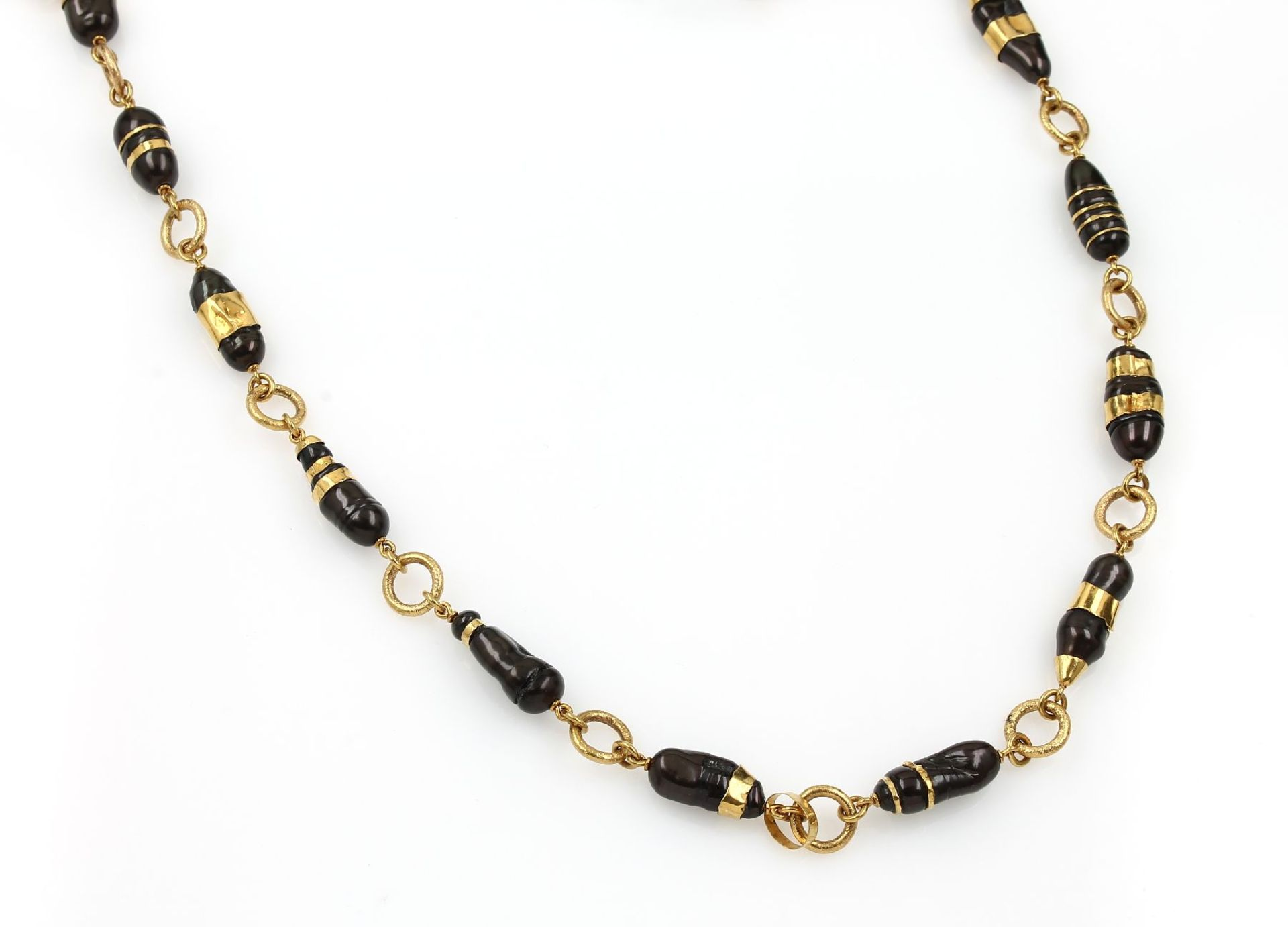 Los 61501 - Necklace with biwa pearls, YG 900/000 , pure hand-made, brown biwa pearls, baroque, hook clasp, l.