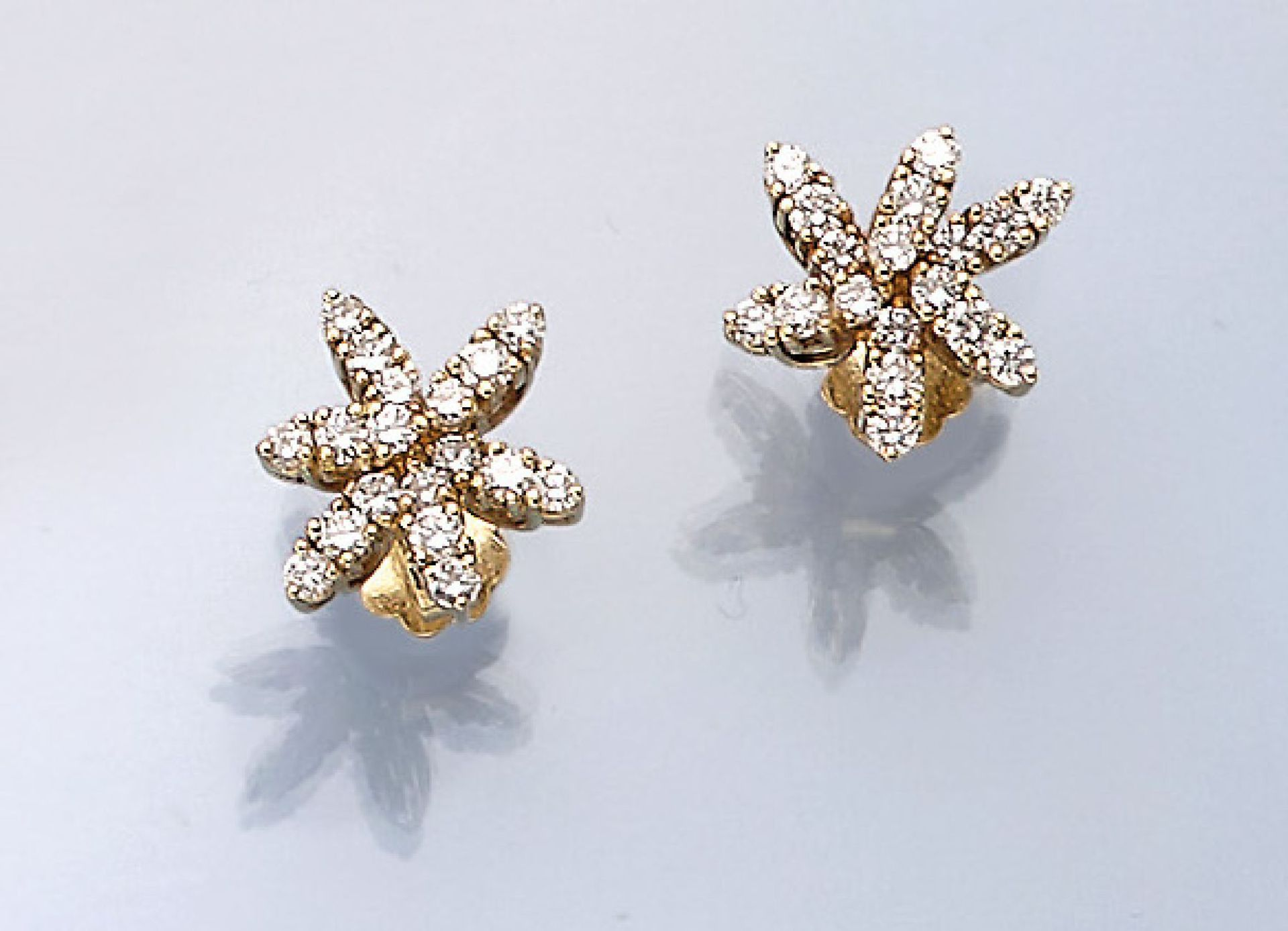 Los 61511 - Pair of 18 kt gold earrings with brilliants , YG 750/000, brilliants total approx. 1.20 ct