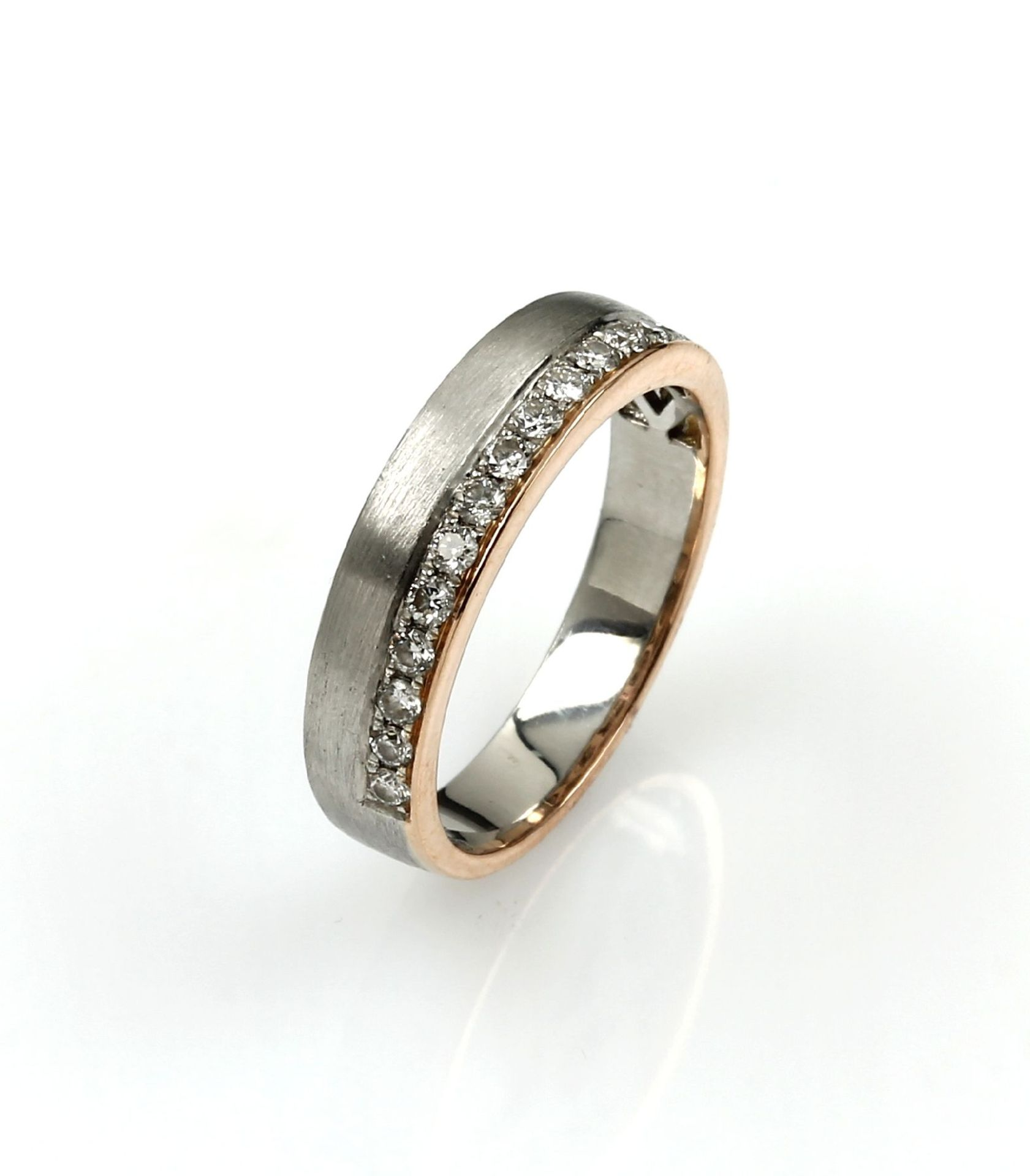 Los 61545 - Ring with brilliants , platinum and RoseG 750/000, 16 brilliants total approx. 0.5 ct Top