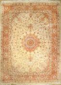 Täbriz fein (50 RAJ), Persien, ca. 40 Jahre, Korkwolle mit Seide, ca. 404 x 300 cm, EHZ: 2-3