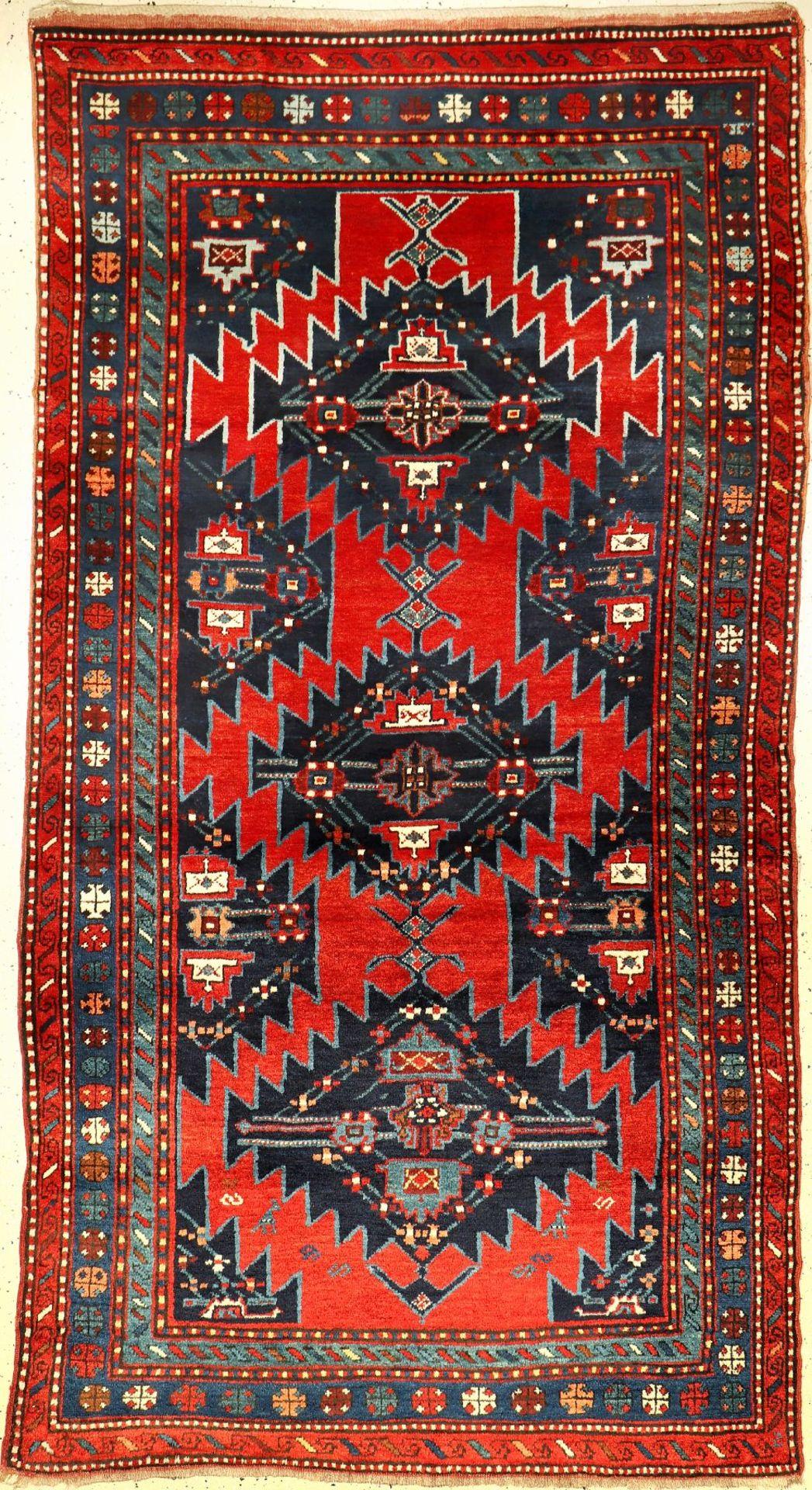 Karabagh alt, Kaukasus, um 1930, Wolle auf Wolle, ca. 245 x 135 cm, hochflorig, EHZ: 2