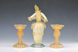 Skulptur und zwei Kerzenleuchter, Murano Italien, 20. Jh., mundgeblasenes Glas mit