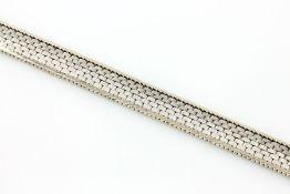 14 kt Gold Armband, ca. 32.5 g, WG 585/000,teilsatiniert, L. ca. 19 cm, Kastenschloß mit