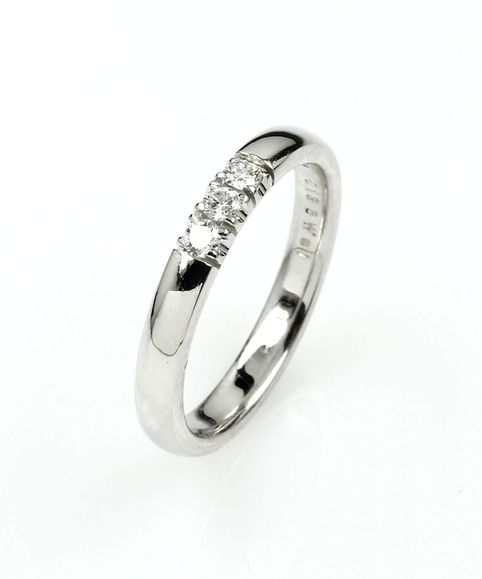 14 kt Gold Ring mit Brillanten, WG 585/000,3 Brillanten zus. ca. 0.13 ct Weiß/si, Meistermarke