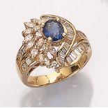 18 kt Gold Ring mit Diamanten und Saphir, GG 750/000, asymm. Ringschiene, abstrakt floraler