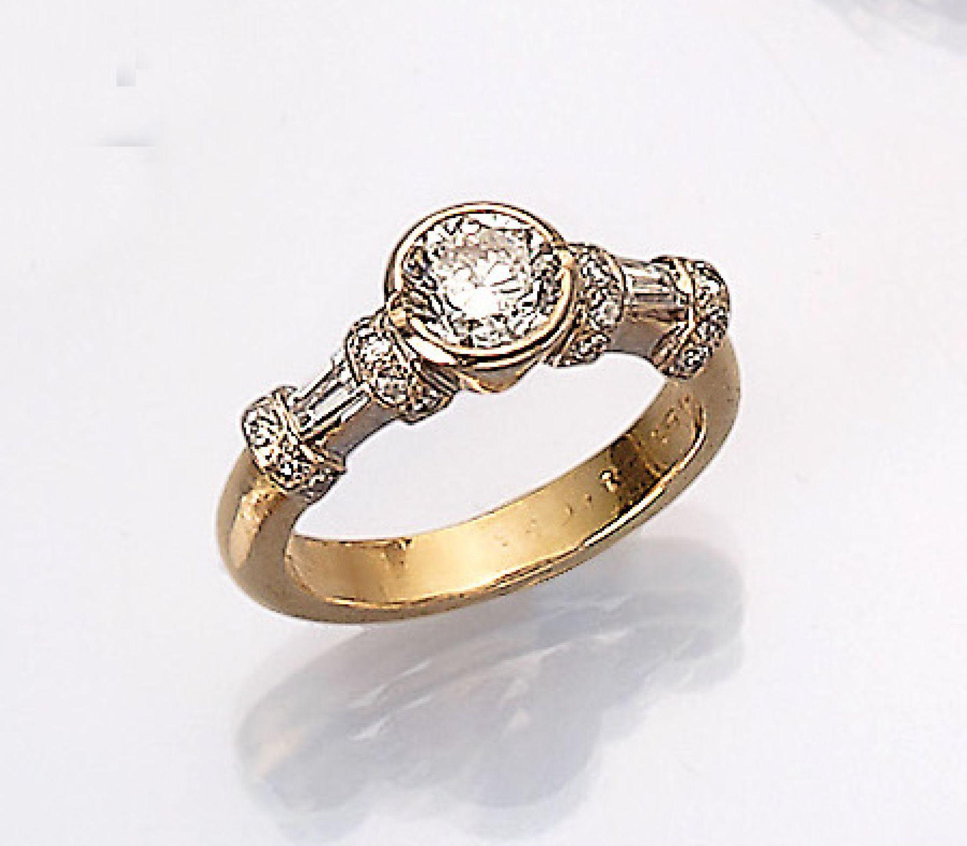 18 kt Gold Ring mit Diamanten, GG 750/000, mittig mit einem Brillant ca. 1.00 ct und weitere 20
