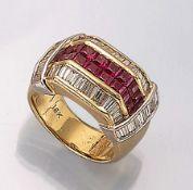 18 kt Gold Ring mit Rubinen und Diamanten, GG/WG 750/000, 16 Rubincarrees zus. ca. 2.21 ct,