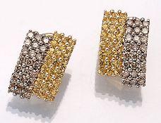 Paar 18 kt Gold Ohrstecker mit Brillanten und Saphiren, GG 750/000, bes. mit 48 Brillanten zus.