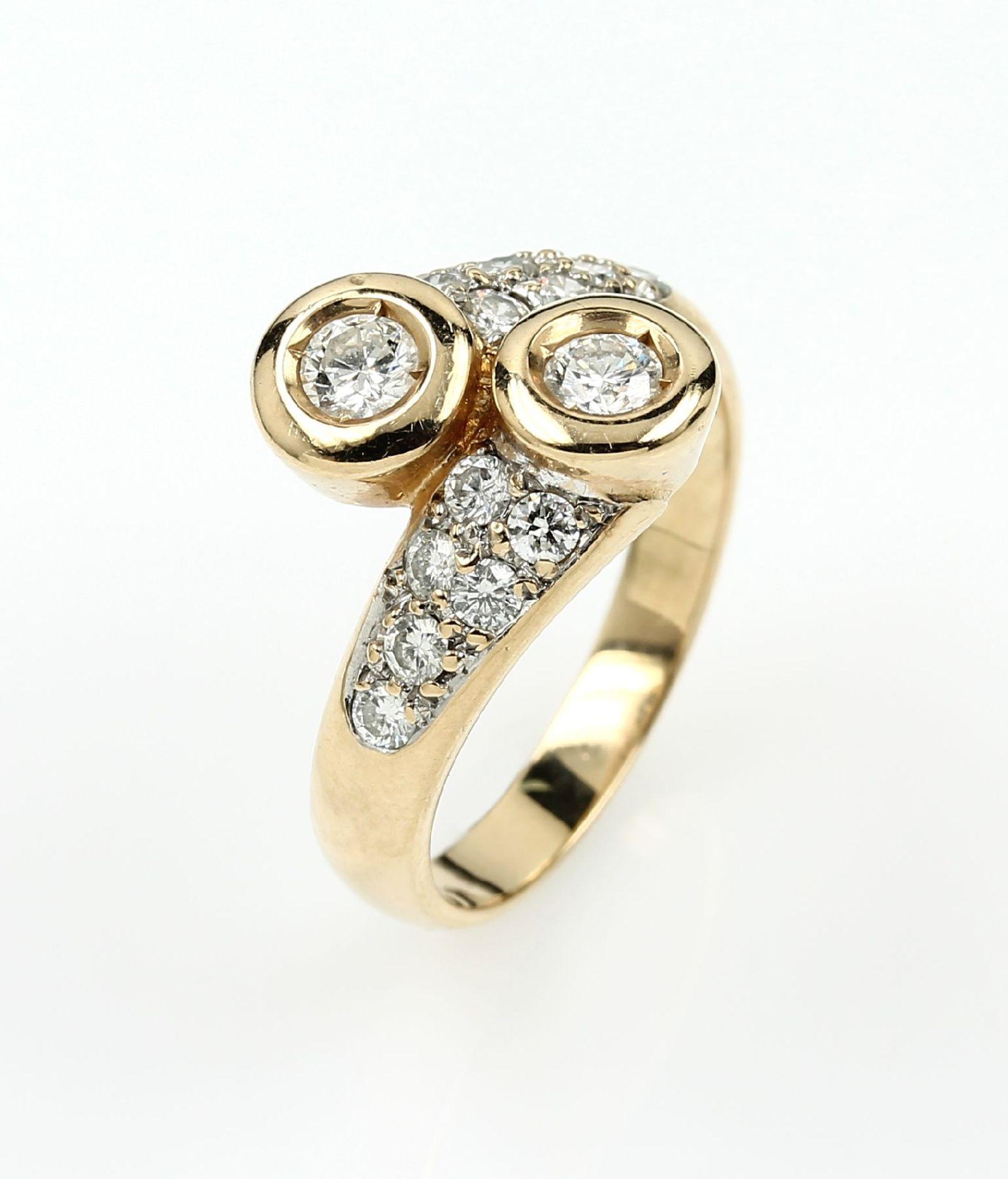 14 kt Gold Ring mit Brillanten, GG/WG 585/000, asymm. Ringschiene, 2 Brillanten zus.ca. 0.40 ct,