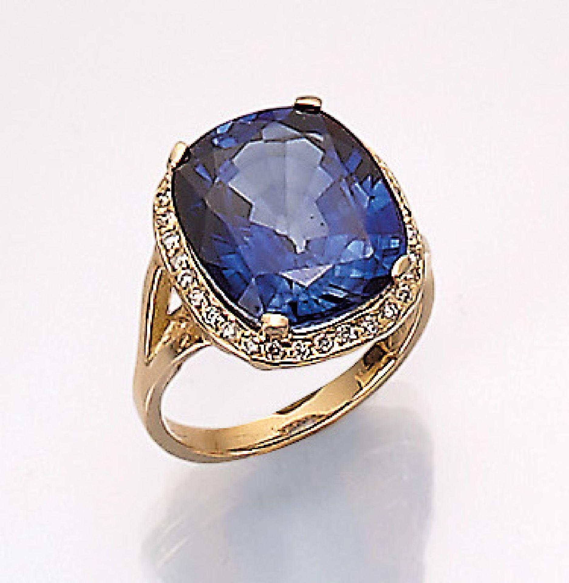 18 kt Gold Ring mit Saphir und Brillanten, GG 750/000, ovalfacett. Saphir (diffusionsbeh.) ca. 17.16